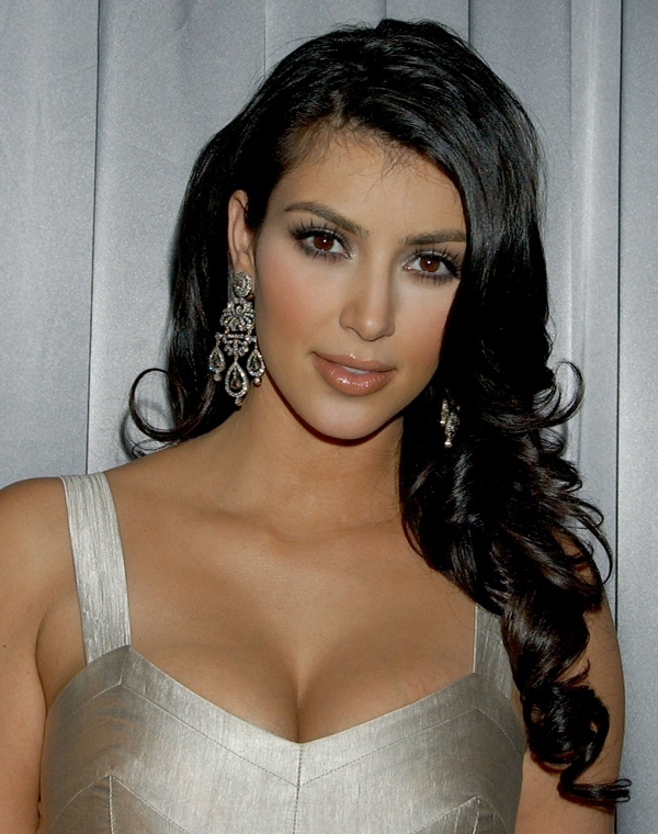 http://yahdigg.files.wordpress.com/2008/04/kim-kardashian.jpg