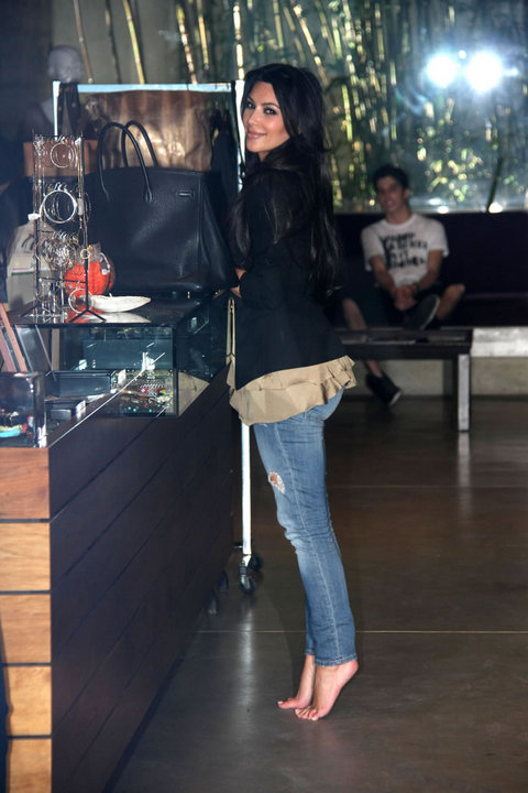 Kim Kardashian causes commotion at a nail salon |